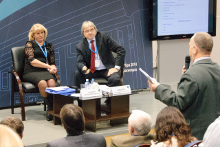 Alexander Nikitin moderates a discussion on Russia's planned nuclear repository lab. (Photo: Nils Bøhmer)