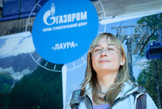 Yulia Naberezhnaya posing in front of the building leading to Gazprom's Laura resort. (Photo: Nils Bøhmer)