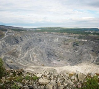 Strip mining in the Murmansk region performed by the Kovdorskiy Mining and Enrichment Facility (Photo: eurochem.ru)