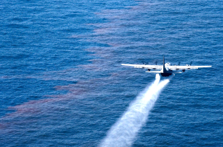 A US Air Force Reserve C-130 released Corexit into the Gulf of Mexico as part of the US Coast Guard's oil spill response. (Photo: Wikipedia)