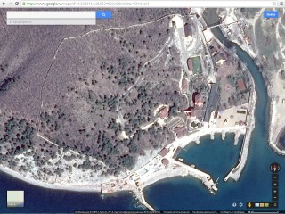 A fence surrounding the mansion of Krasnodar Regional Governor Alexander Tkachev near the Black Sea, which officials cannot seem to locate. (Google Maps)