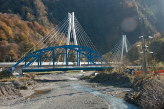 The Olympic Highway and high speed rail crossing the Mzymta River. (Photo: Nils Bøhmer)